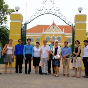 Délégation région Occitanie devant le palais du gouverneur de Battambang